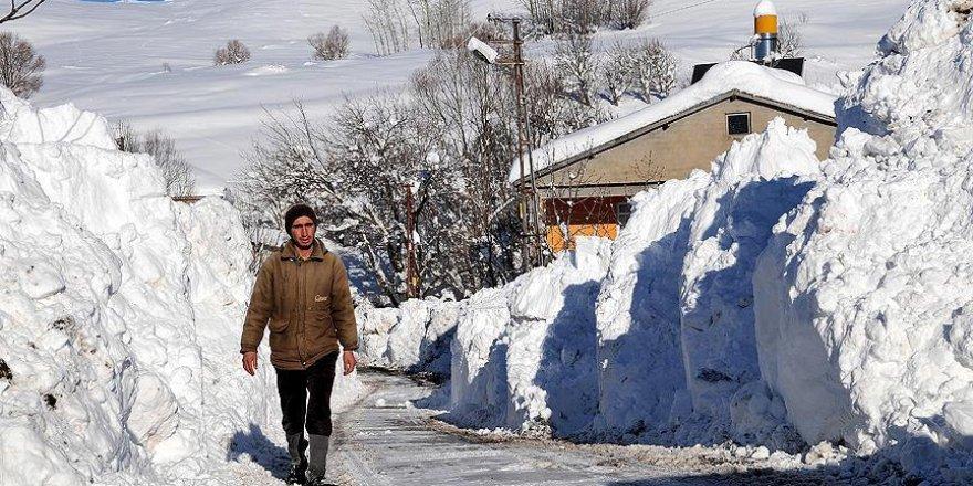 Doğu Karadeniz köyleri ile ulaşım kesildi