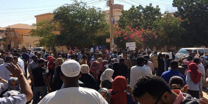 Sudan'da cuma namazı sonrası gösteriler