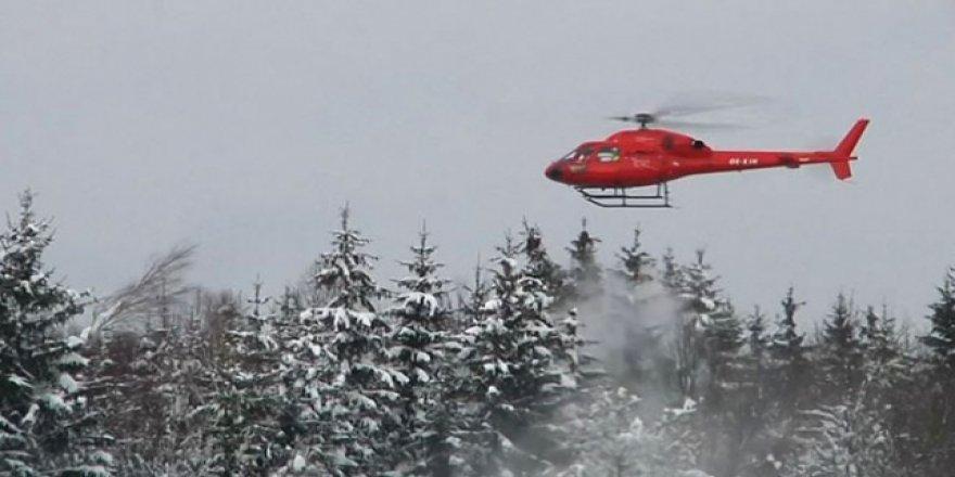 Araçların üzerine kar düşmesin diye helikopterli temizlik