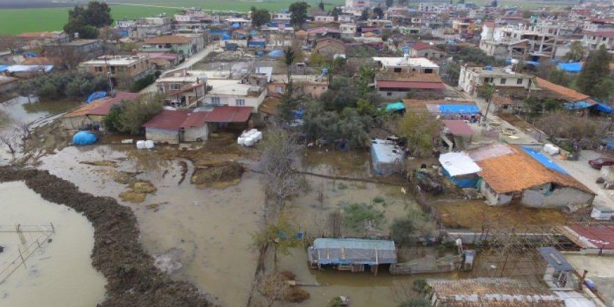 Baraj kapakları açıldı mahalle sular altında kaldı