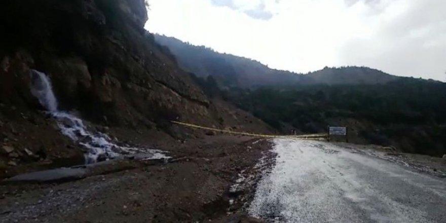 Aşırı yağış heyelan riski oluşturdu, yol kapandı
