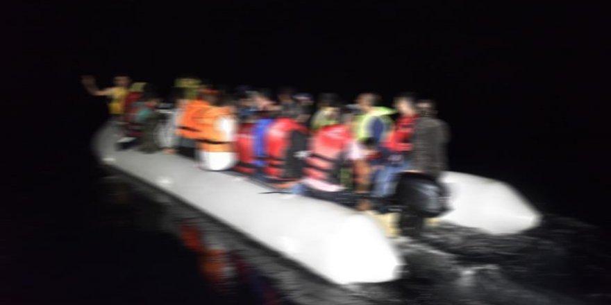 Akdeniz'de 20 düzensiz göçmenin bulunduğu bot battı