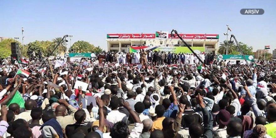 Sudan'da doktorlardan grev