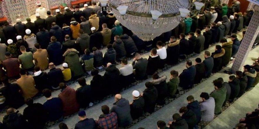 Hollanda'da 700 genç ile sabah namazı kılındı