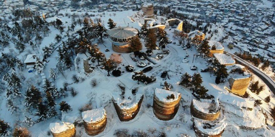 Kütahya Kalesi'ne kar örtüsü çok yakıştı