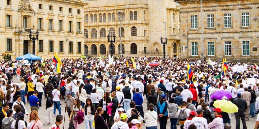 Terör saldırısı sonrası halk sokaklara döküldü