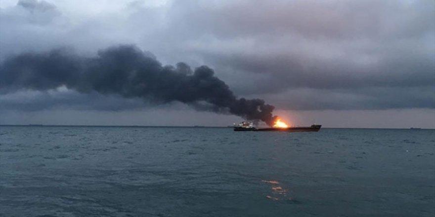 Kırım'da yanan gemideki 8 Türk mürettebat kurtarıldı