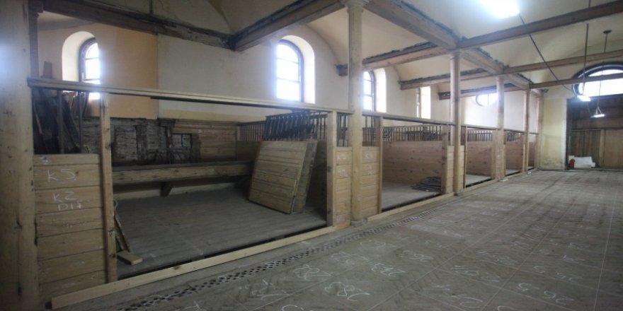 Osmanlı dönemi at kültürünü yansıtan Ahır Köşkü yenilendi