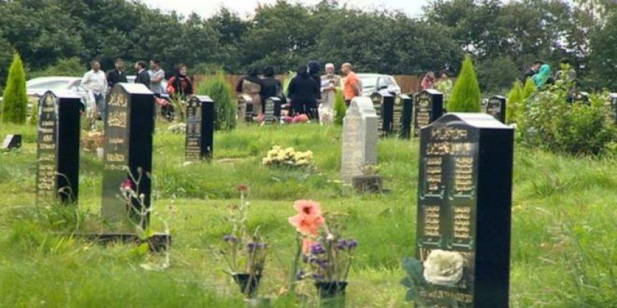 İngiltere'de Müslüman adam ile mahkemelerin 'mezarlık mücadelesi'