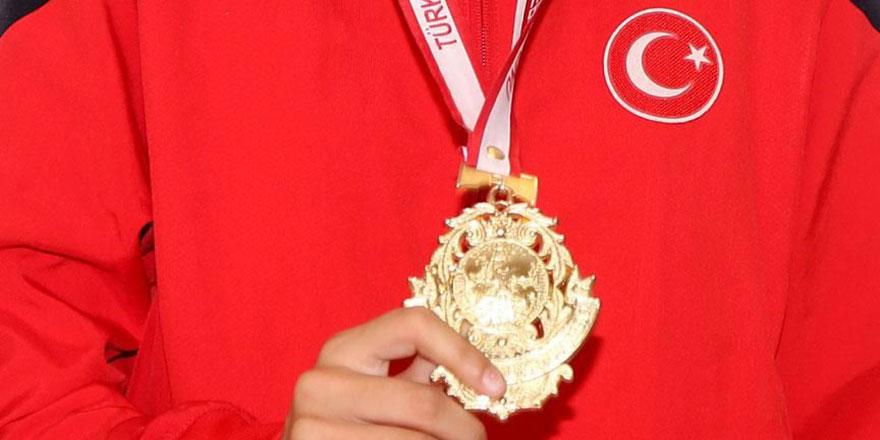 Dünya şampiyonu Zeliha: Totemim yok, duam var, galibiyeti Allah nasip eder