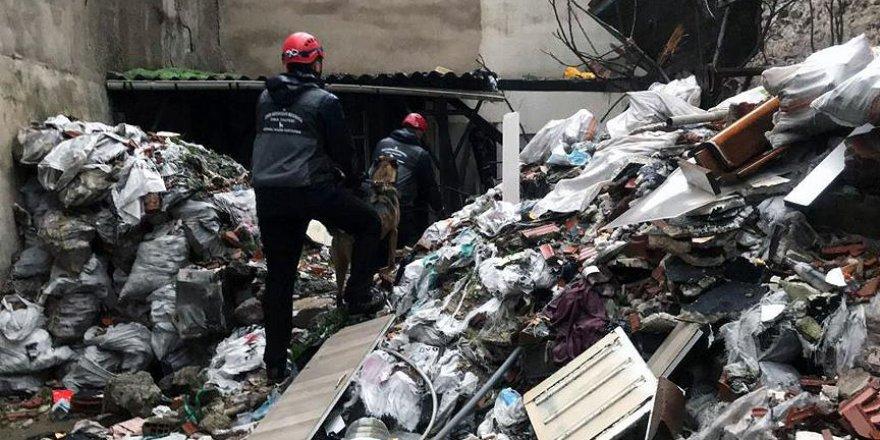 İzmir'den acı haber: Çöken binada bir kişinin cesedine ulaşıldı