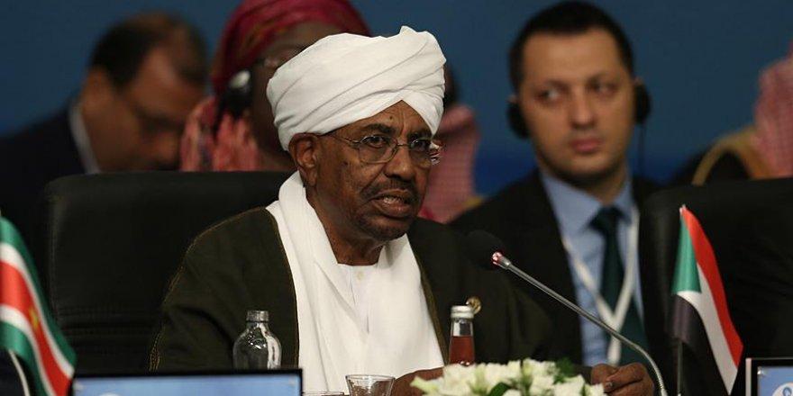 """Sudan Devlet Başkanı Beşir: """"Arap Baharı'nı ülkemizde istiyorlar"""""""