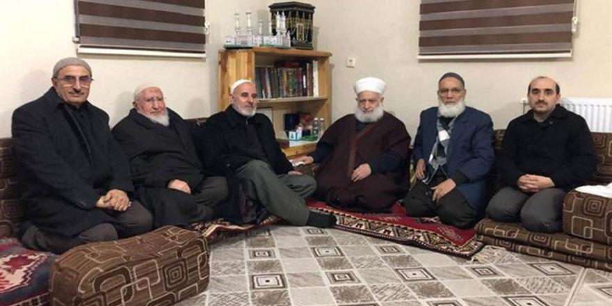 Nur Cemaati'nden Mustafa Kılıç Hoca Şeyh İzzeddin Aksan'ı ziyaret etti