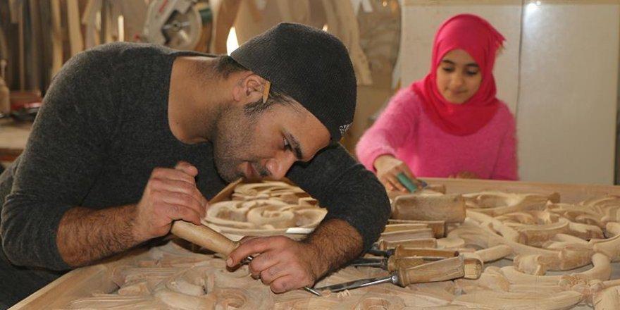 Ahşap oymacılığı Suriyeli Muhammed'in geçim kaynağı oldu