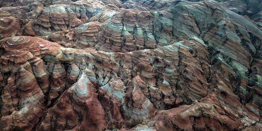 Gökkuşağı Tepeleri tefekkürlük manzaralar sunuyor