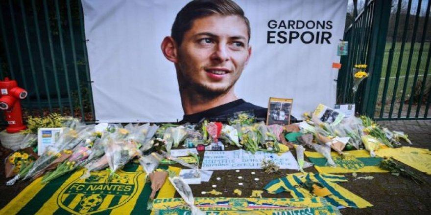 Kayıp futbolcuyu taşıyan uçağın enkazı bulundu