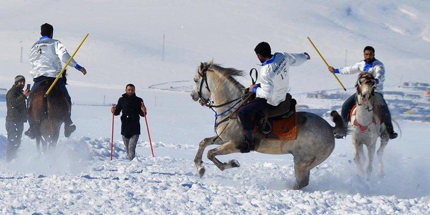 Kars'ta ata sporu Cirit yaşatılıyor
