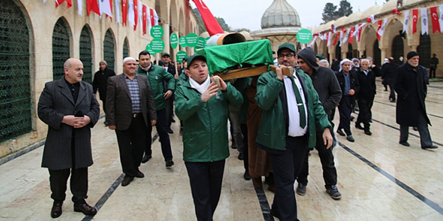 Sigaralı tabutu, Bediüzzaman Mezarlığı'na taşıdılar