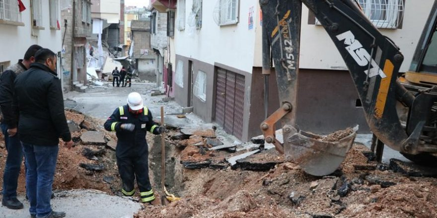 Gaziantep'teki doğalgaz patlamasında hasar gören bina yıkıldı