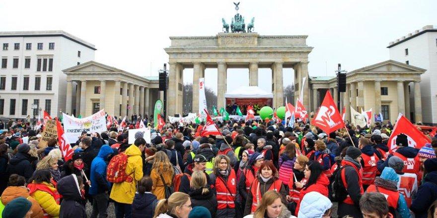 Almanya'da 12 bin kişilik 'uyarı grevi'