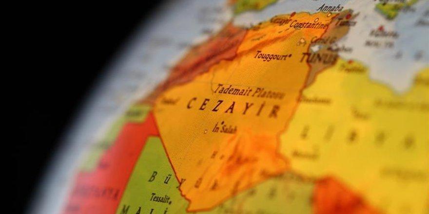 Cezayir'den ülkesini kirleten Fransa'ya çağrı