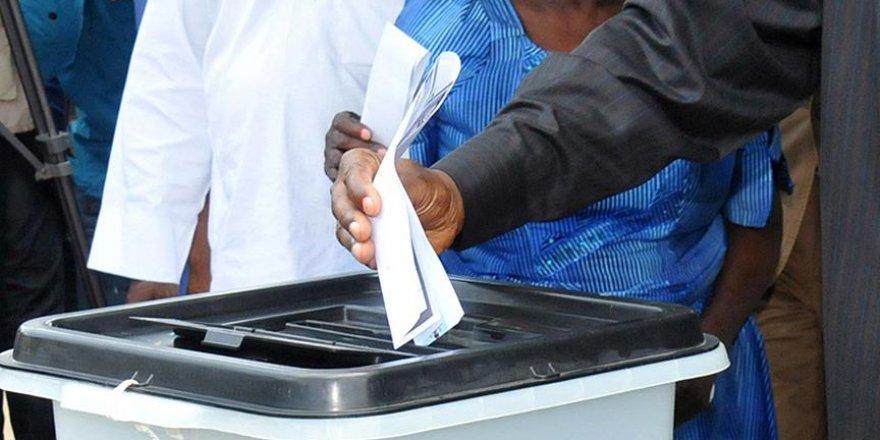 Nijerya'da halk yeni devlet başkanı için sandık başına gidiyor