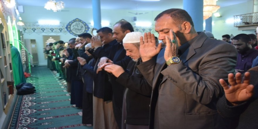 Kerkük'te Ozan Arif'in gıyabına cenaze namazı