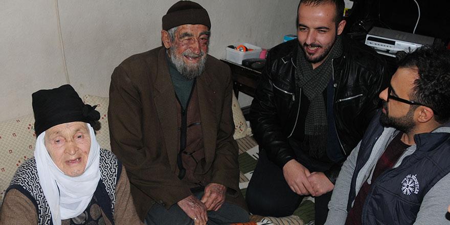 70 yıldır evli 90 yaşındaki çiftler 5 vakit namazlarını kaçırmadan kılıyor