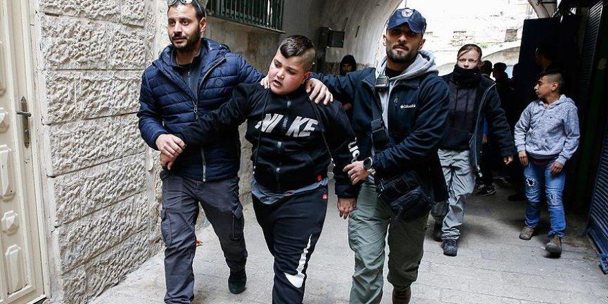 İşgalci İsrail polisi Kudüs'te Filistinli aileyi zorla evinden çıkardı