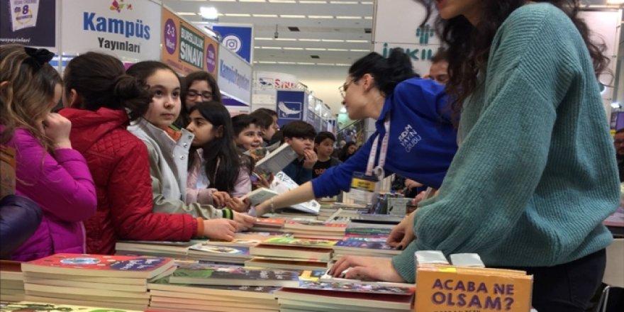 13. Ankara Kitap Fuarı'na yoğun ilgi sürüyor
