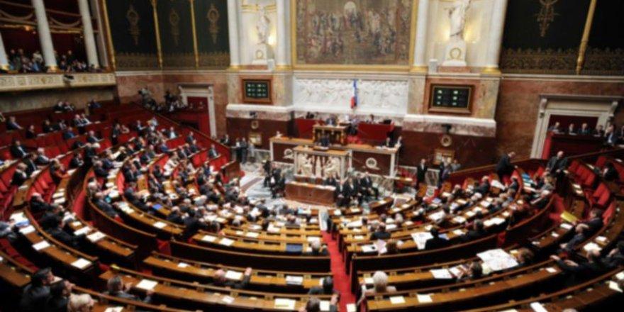 Fransız milletvekili Nadot: Fransa Yemen'de öldürüyor