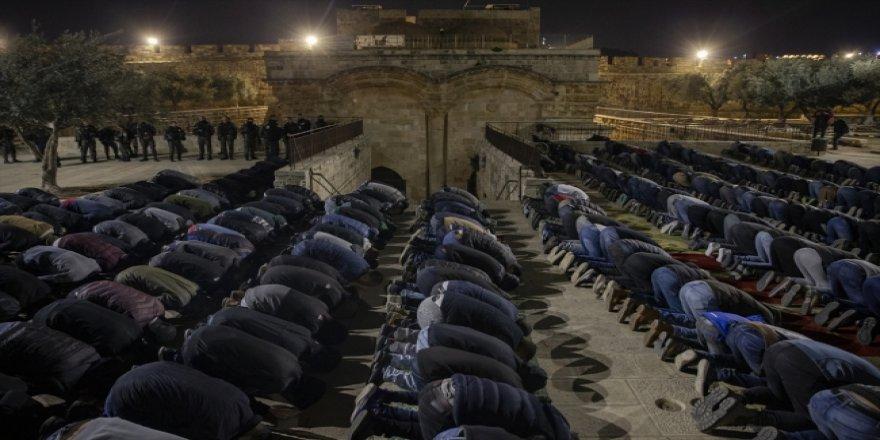 Filistinliler Aksa'yı işgal kuvvetlerinden koruyor