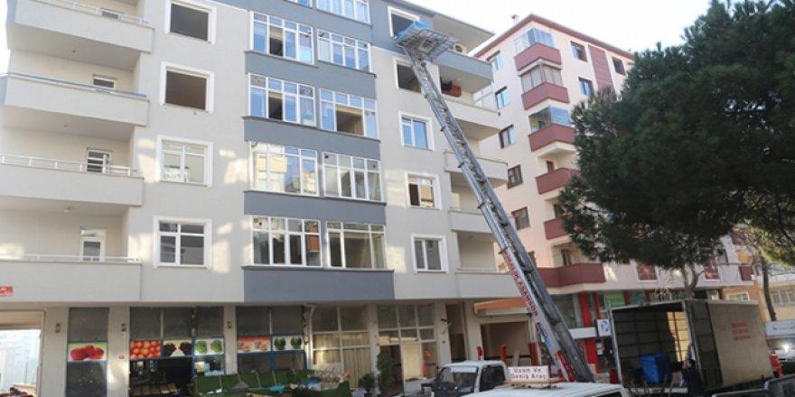 Riskli binalardan taşınmalar sürüyor