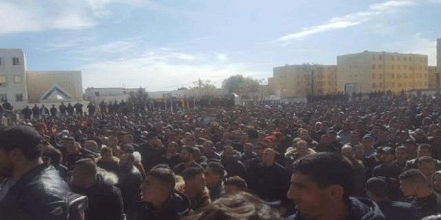 Cezayir'de seçim öncesi tansiyon yükseliyor