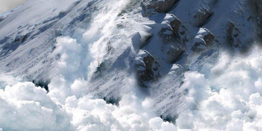 İsviçre'deki çığ faciasında kar altından 4 kişi kurtarıldı