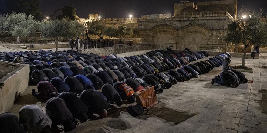 Filistinlilerden Mescid-i Aksa'da namazlı nöbet