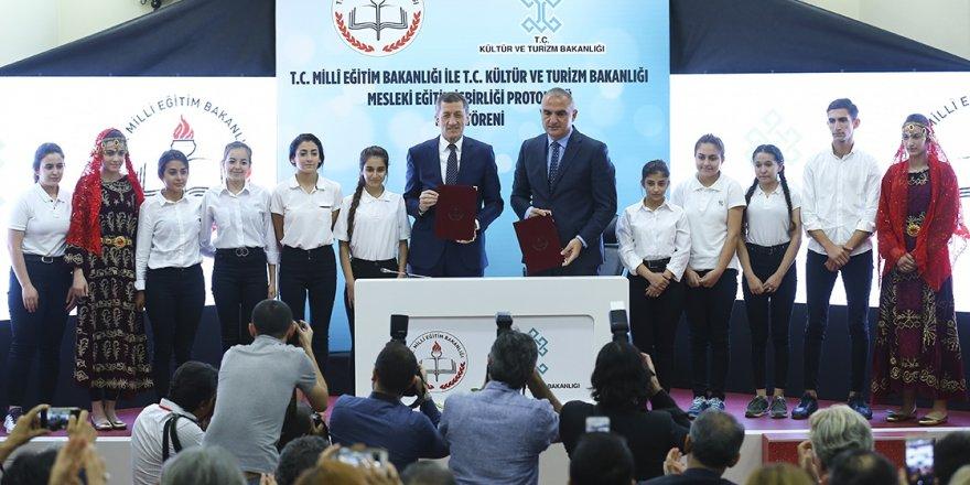 Öğrenciler turizm liselerinden 3 dil öğrenerek mezun olacak