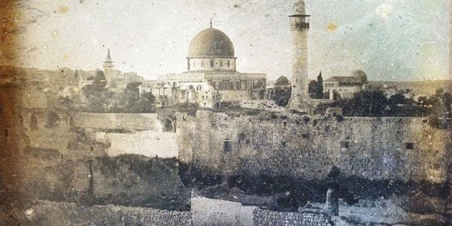 Mescid-i Aksa'nın kundaklanması siyonistlerin suç tarihine kazınmış bir cürümdür