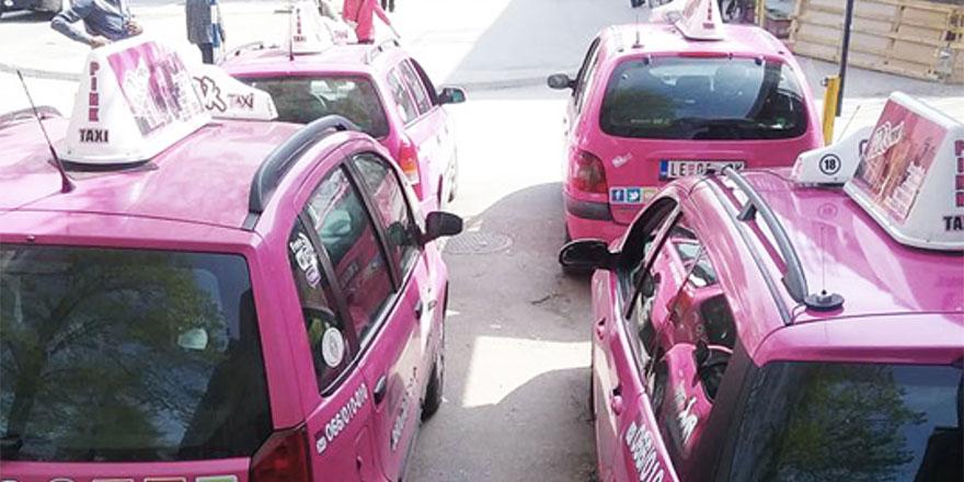 Çeçenistan'da kadınlara özel taksiler hizmete girdi