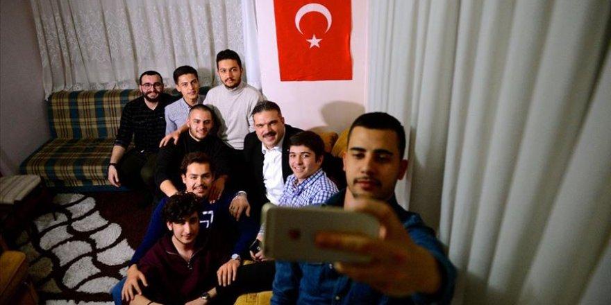 Anadolu Üniversitesi Rektörü öğrencileri ziyaret etti