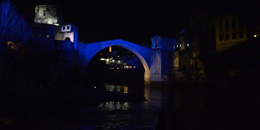 Mostar Köprüsü Yeni Zelanda için ışıklandırıldı