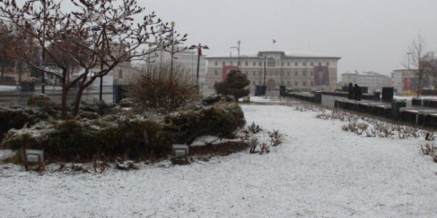 Sivas'ta Mart ayında kar sürprizi