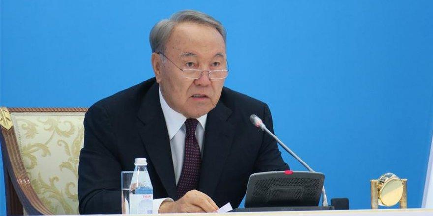 Nazarbayev veda etti