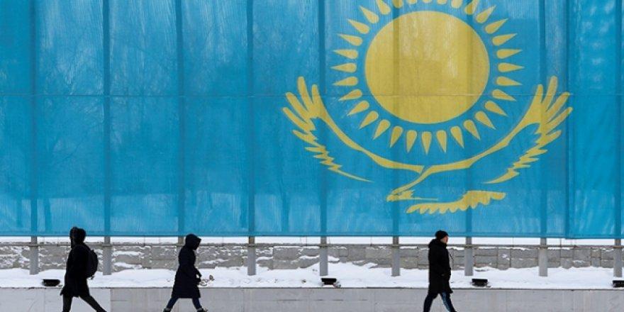 İstifa eden Nazarbayev onurlandırıldı