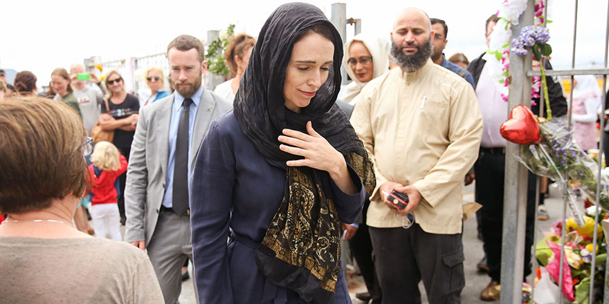 Yeni Zelanda Başbakanı: Ezan radyo ve tv'den canlı yayınlanacak, kadınlar başörtü takacak
