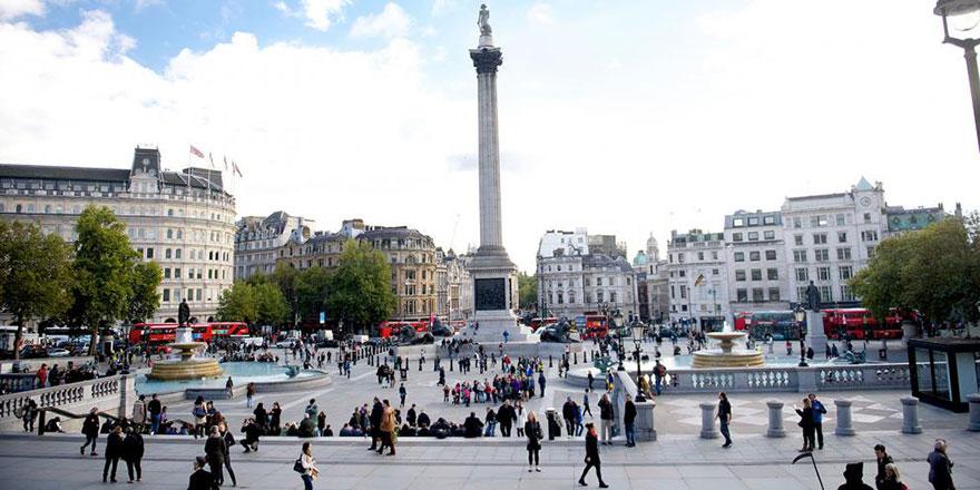 Londra'nın en ünlü meydanı Trafalgar'da ezanı duyan durdu