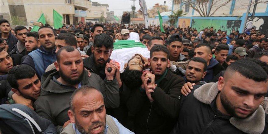 İsrail'in şehit ettiği Filistinli son yolculuğuna uğurlandı