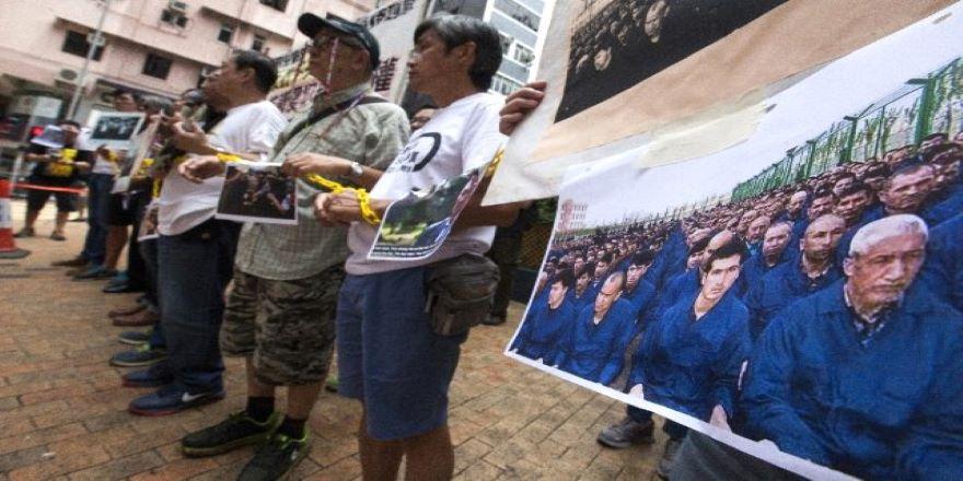 Çin, Batılı Diplomatları Sincan'a Götürüyor