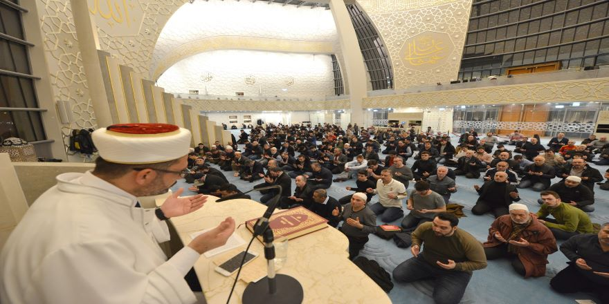 Almanya, ülkedeki Müslümanlar ile Türkiye arasındaki bağları koparmak istiyor