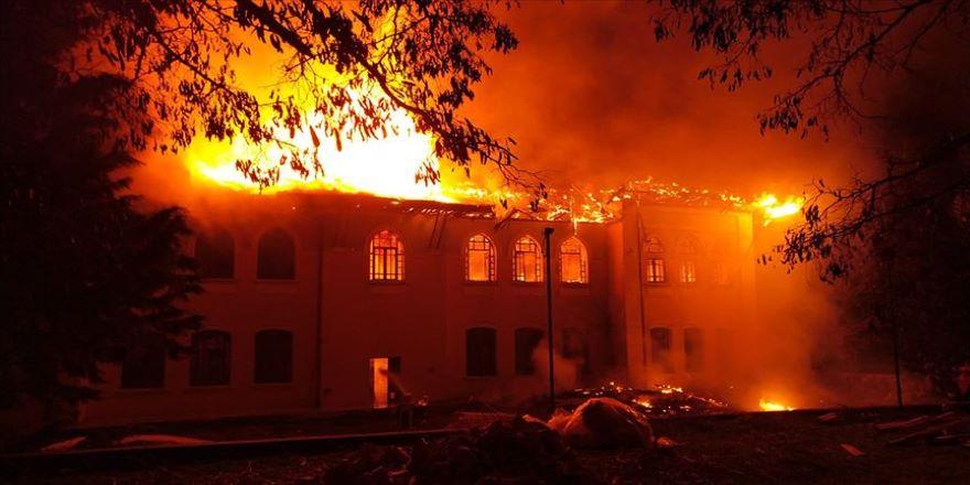 Tarihi okuldaki yangında 'sabotaj' şüphesi